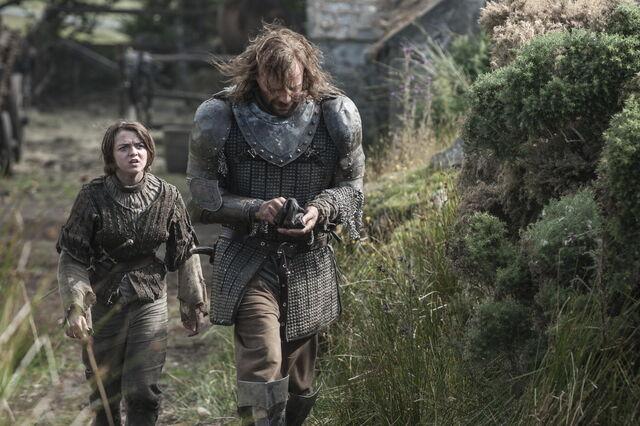 File:Maisie-Williams-as-Arya-Stark-Rory-McCann-as-Sandor-The-Hound-Clegane photo-Helen-Sloan HBO-.jpg
