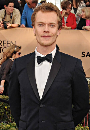 File:Alfie Allen 2016 SAG awards.jpg
