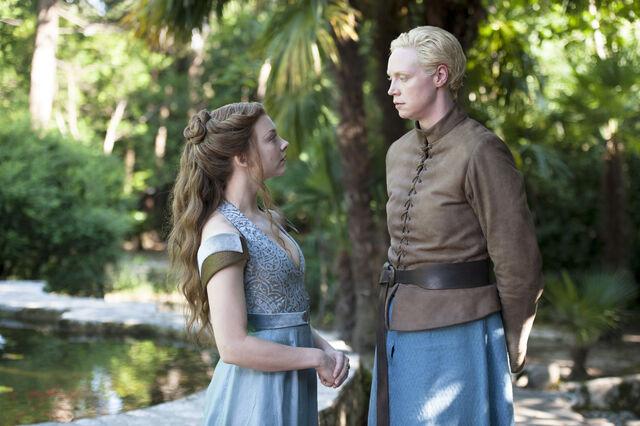 File:Brienne and Margaery.jpg