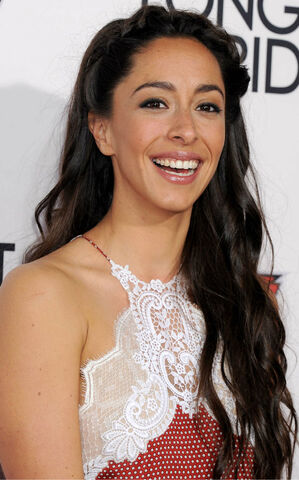 File:Oona-Chaplin--The-Longest-Ride-Premiere--10.jpg
