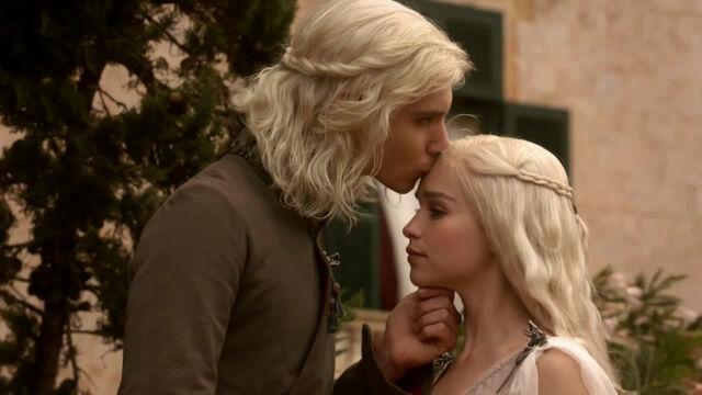 Vaizdas:Daenerys and Viserys.jpg
