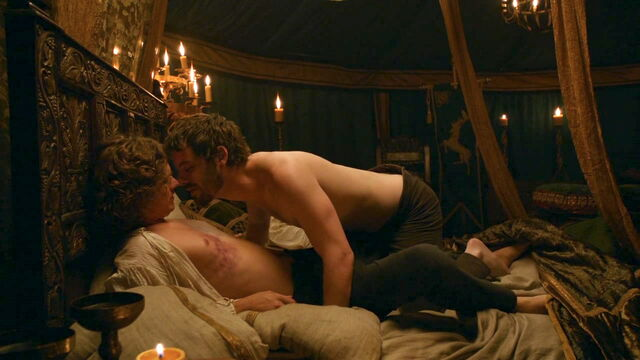 File:203 Renly Loras in bed.jpg
