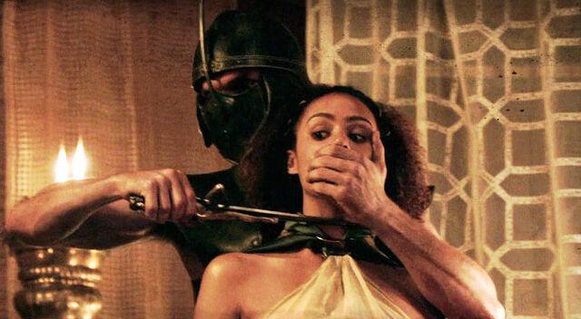 File:Daario threatens Missandei.jpg