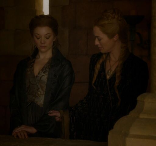 File:Cersei eyes Margaery's mourning wear 405.jpg