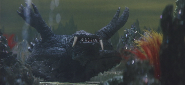 File:Gamera - 5 - vs Guiron - 29 - Gamera is underwater.png