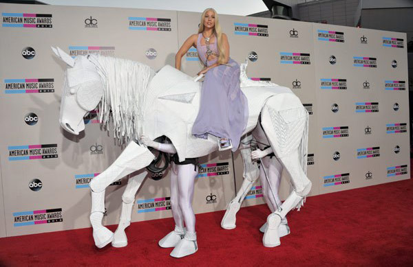 File:Lady-gaga-versace-horse-ama-awards-2013-ftr-1.jpg