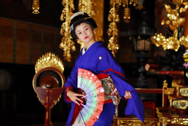 File:Photo-Geisha 2011.jpg