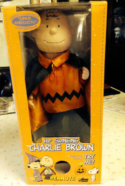 1998 Peanuts Halloween Musical Doll Hip Swinging Charlie Brown Vampire NIB Gemmy