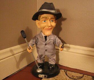 2001 Gemmy BING CROSBY Singing & Swinging 18'' Animatronic Figure