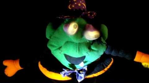 ANIMATED VINTAGE 1997 GOOGLEY EYED WITCH LIGHTED ROLLING EYES CACKLE TALKING