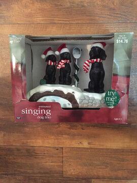 ANIMATED SYNCHRO-MOTION SINGING DOG TRIO CHRISTMAS CAROLS LIGHTS BATTERY EUC