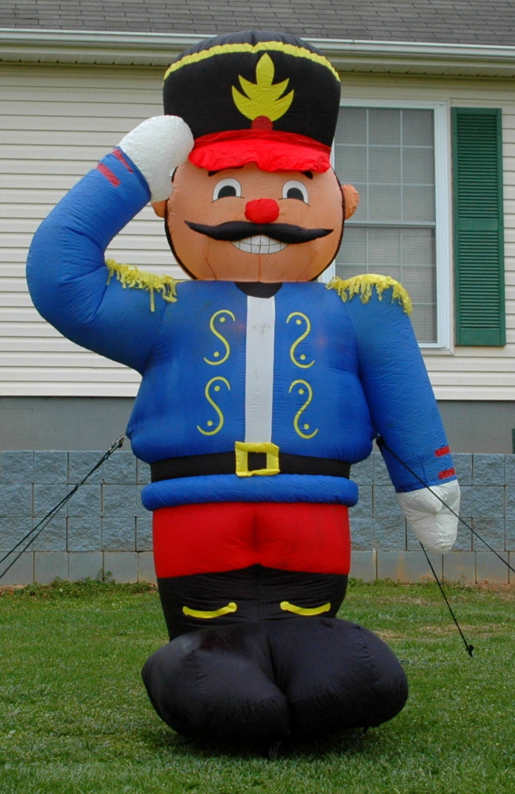 Image - GEMMY 8FT TOY SOLDIER NUTCRACKER LIGHTED AIRBLOWN ...