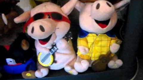 Gemmy country pigs Enos with banjo-0