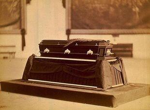 Garfield-casket
