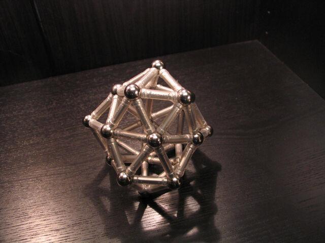 File:(0 0 12 10) deltahedron b.jpg