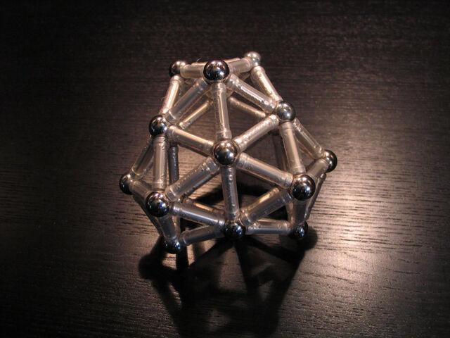 File:(0 0 12 8) deltahedron b.jpg