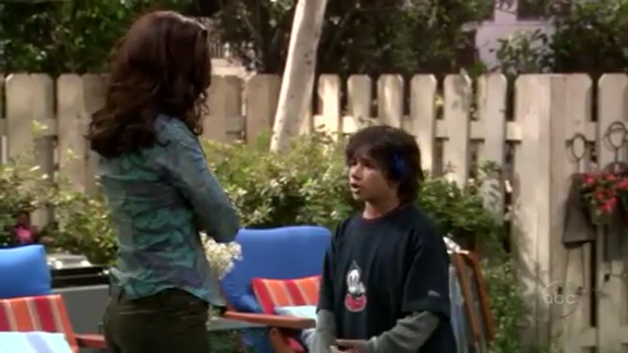 File:Ep 4x6 - Angie confronts Max.png