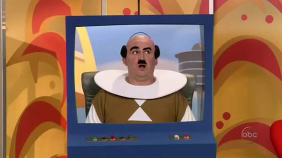 File:Ep 4x5 - Ernie as Mr. Spacely.jpg