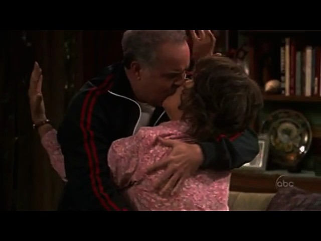 File:Ep 4x7 - Vic and Benny kiss.png