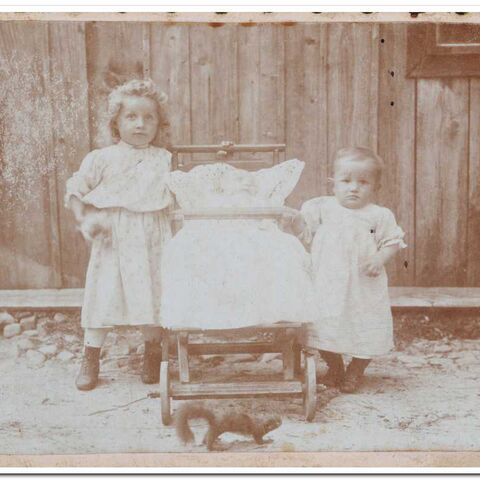 Aleksandra Dranka at age 5 with her younger siblings