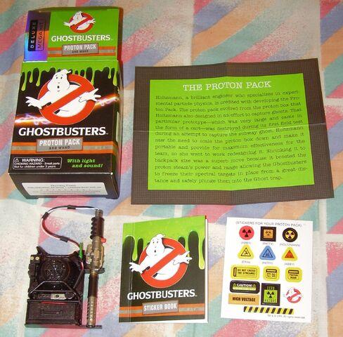 File:GB2016 Mini Proton Pack Kit08 contents.jpg