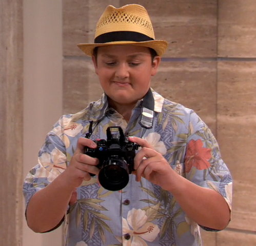 File:Gibby The Photographer.png