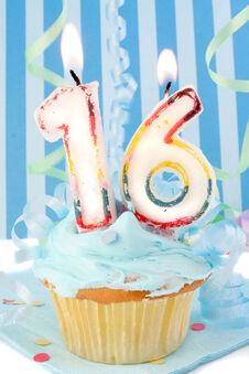 Sweet-16-cupcake