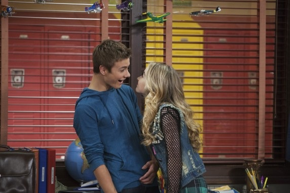 girl meets world maya and lucas kiss fanfiction Also like cory and shawn, riley and maya share quirky little hand gestures | the best part of the girl meets world pilot is the last line.