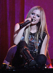 220px-Avril Lavigne on piano, Italy (crop)