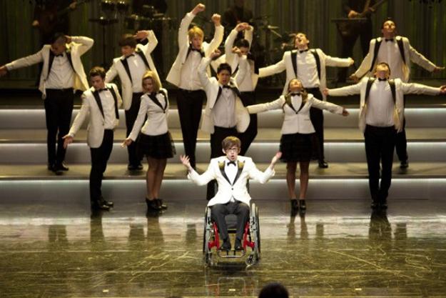 File:Glee-hold-on-to-sixteen.jpg