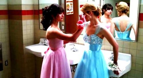 File:Faberry Prom bathroom.jpg