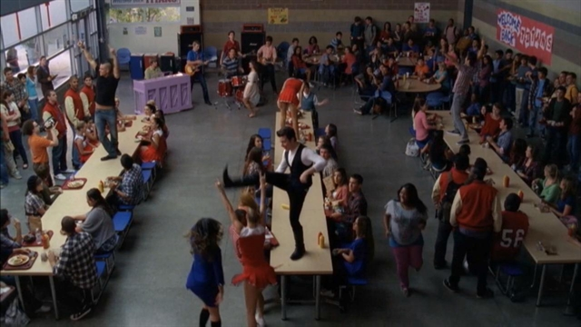 File:Glee 301 weve got the beat performance tagged 640x360 1259695.jpeg