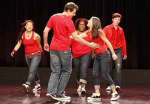 Arquivo:300px-Pilot Glee.png
