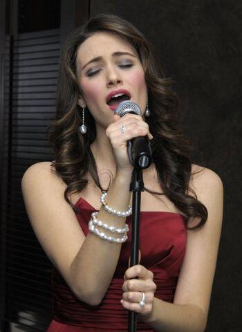 File:EmmyRossum bracelet.jpg