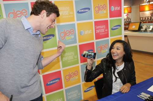 File:Naya-Rivera-Cory-Monteith-AT-T-Store-glee-22326343-500-331.jpg