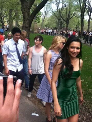 File:Glee cast in central park - glee in nyc.jpg