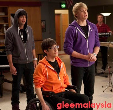 File:Artie kevin mchale sam chord overstreet puck mark sailing glee malaysia.jpg