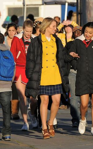 File:Glee-120611-13.jpg