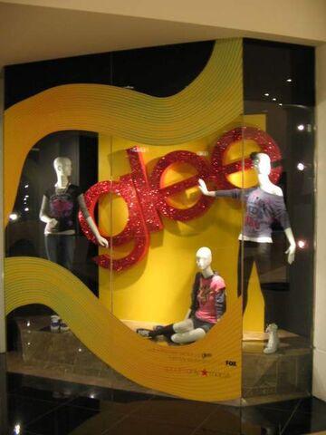 File:Glee macy's clothes 2.jpg