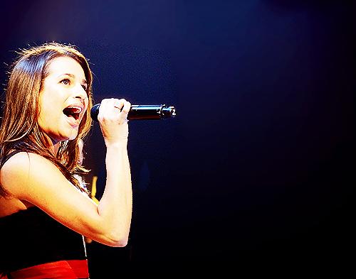 File:Lea-Michele-Glee-Live-2011-glee-22468747-500-393.png