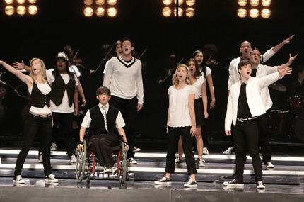 File:Glee-throwdown-pictumres.jpeg