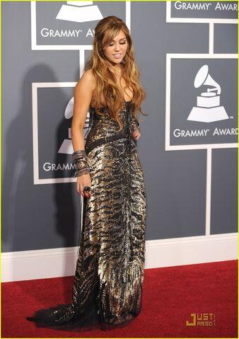 File:Miley-cyrus-grammys-02.jpg