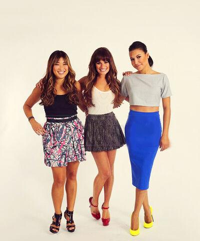 File:Glee girlss.jpg