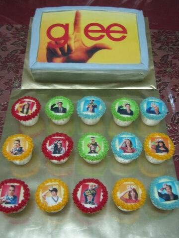 File:GleeCupcakes2.jpg