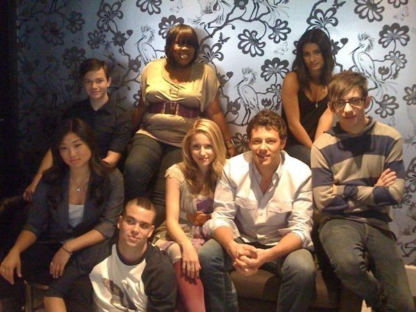 File:Glee-Cast-MX-Magazine-Photoshoot-IAustralia-Tour-glee-8194025-600-450.jpg