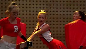 File:Quinn-singing-season1.jpg
