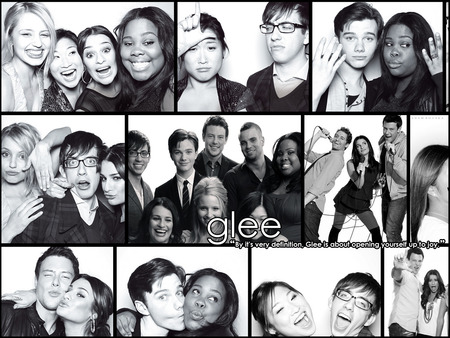 File:Glee Cast Photo Booth.jpg