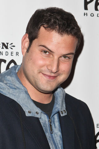 File:Max+Adler+Opening+Night+Avenue+Q+Pantages+1BAPxwadqiZl.jpg