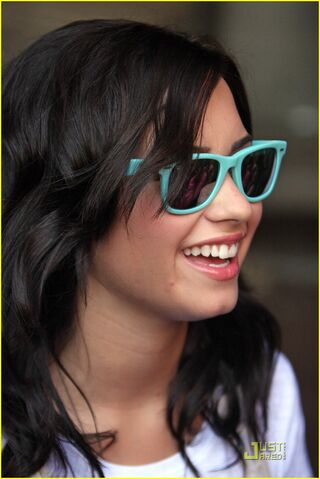 File:Demi-lovato-ripped-london-03.jpg