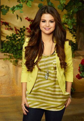 File:Selena-The-Wizards-Return-Alex-vs-Alex-Photoshoot-selena-gomez-33419379-526-700.jpg